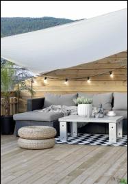 Terrazzo arredato, divano e cuscini