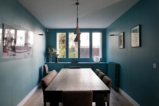 arredamento sala da pranzo, colori blu e marrone sala da pranzo