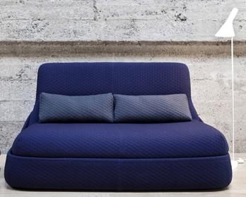 Divano Classic Blue, colori Pantone primavera estate 2015 per la casa
