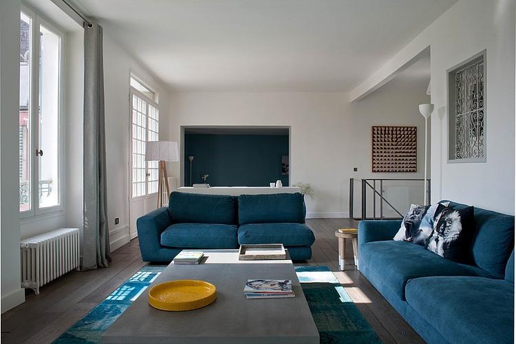 storie di case: blu e turchese da parigi - easyrelooking - Soggiorno Bianco E Blu
