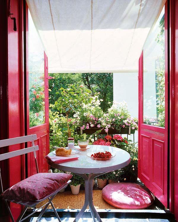 Balcone arredato in rosso