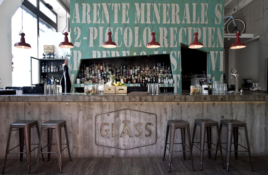 Arredamento in stile industriale un pub ristorante svela for Arredamento industriale ikea