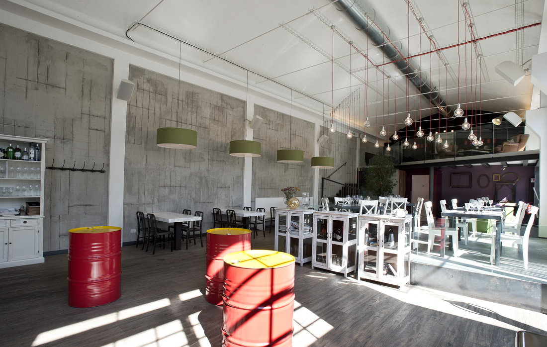 Arredamento in stile industriale un pub ristorante svela for Arredamento natalizio casa
