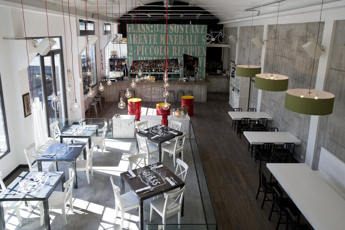 arredamento in stile industriale un pub ristorante svela. Black Bedroom Furniture Sets. Home Design Ideas