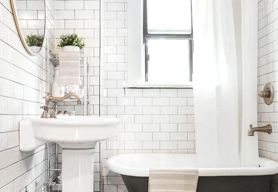 Ispirazioni e consigli per un bagno in nero easyrelooking for Accessori bagno dorati