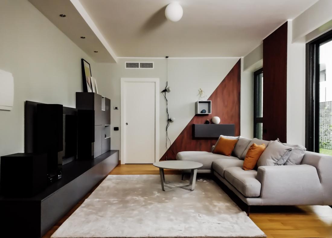 Soggiorno con pareti color ruggine easyrelooking for Colori salotto