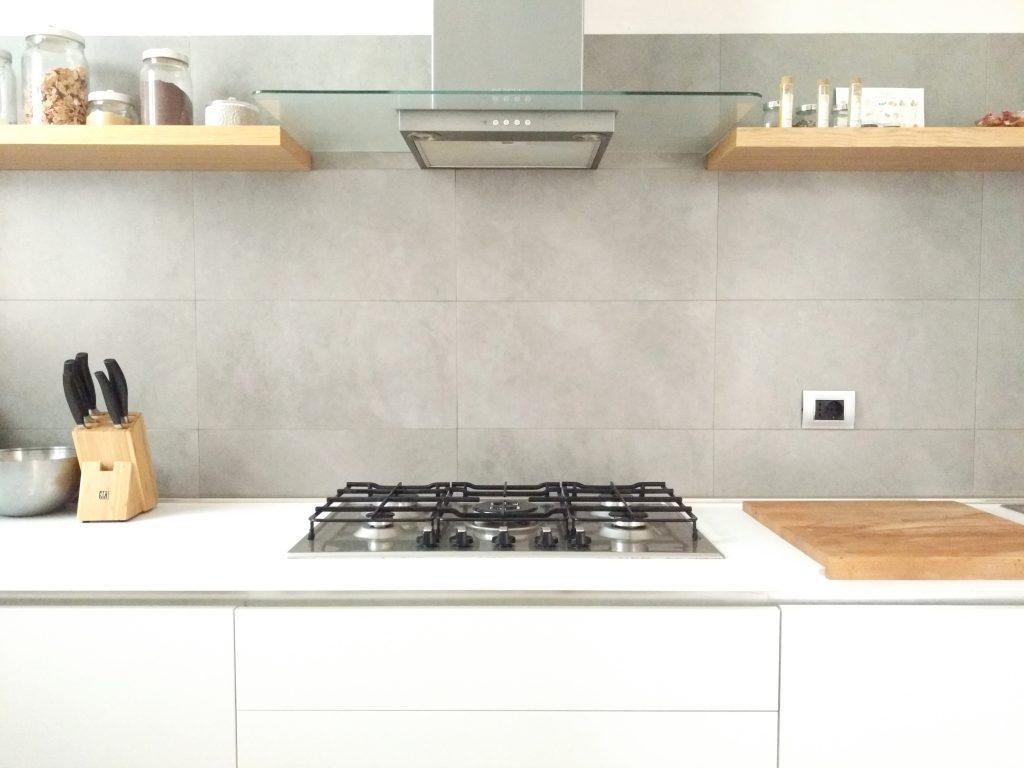 Pin love 4 mensole di legno per una cucina senza pensili - Mensole cucina moderna ...