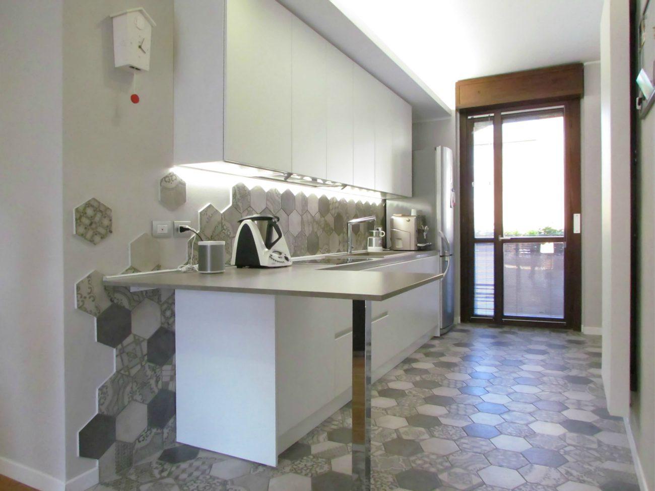 cucina bianca con cementine - easyrelooking