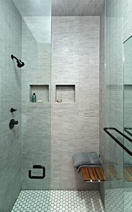 Piastrelle esagonali su pavimento doccia