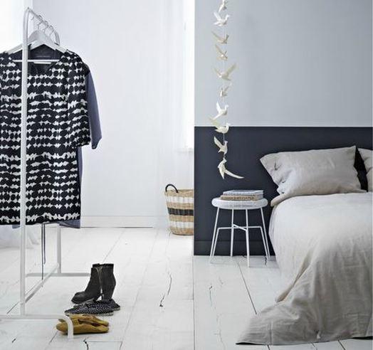 Parete camera da letto dipinta a metà